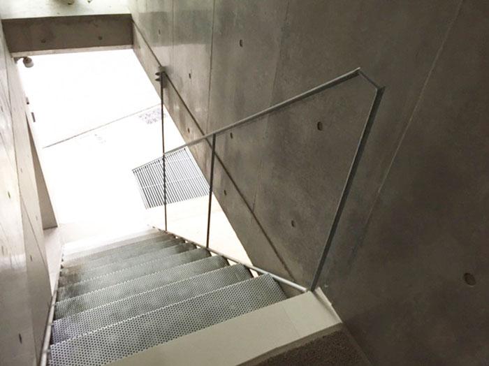 東京都内の階段と手すりについて 2のイメージ