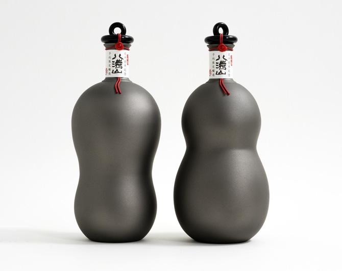八海山2001年記念ボトル「チタン瓢箪」のイメージ